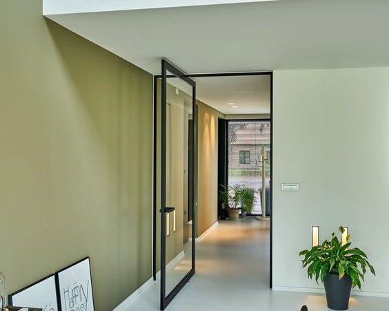 Gouden combinatie: een stalen deur en een gietvloer
